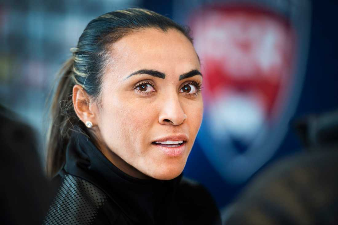 Marta, numera i Orlando, kan utses till årets spelare av Fifa.