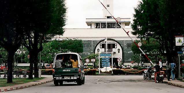 Bambat Phiset är en del av komplexet Klong Prem i Bangkok, som rymmer totalt cirka 20000 fångar.