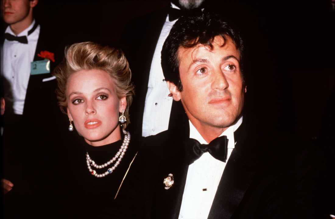 Tidigare har hon varit gift med Sylvester Stallone. De har dock inga barn ihop.