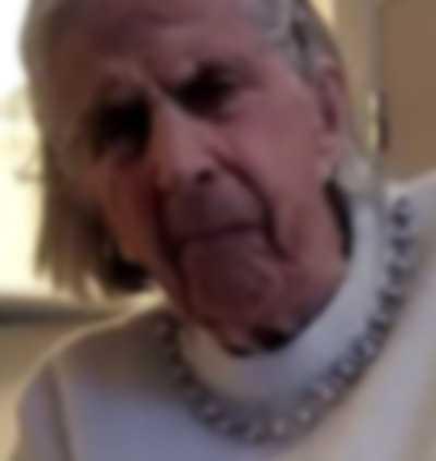 Gunnel, 95. Hennes pension räcker inte ens till kostnaden för äldreboendet.