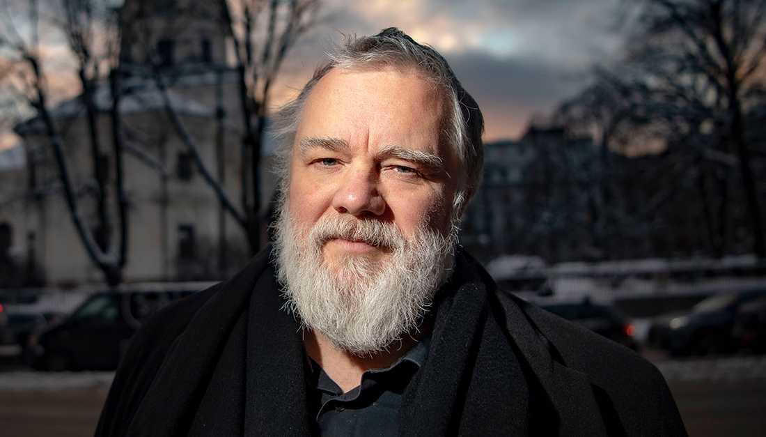 """Kjell Andersson, länge ett nav inom svensk musikproduktion, har skrivit självbiografin """"Ingen går hel ur det här""""."""