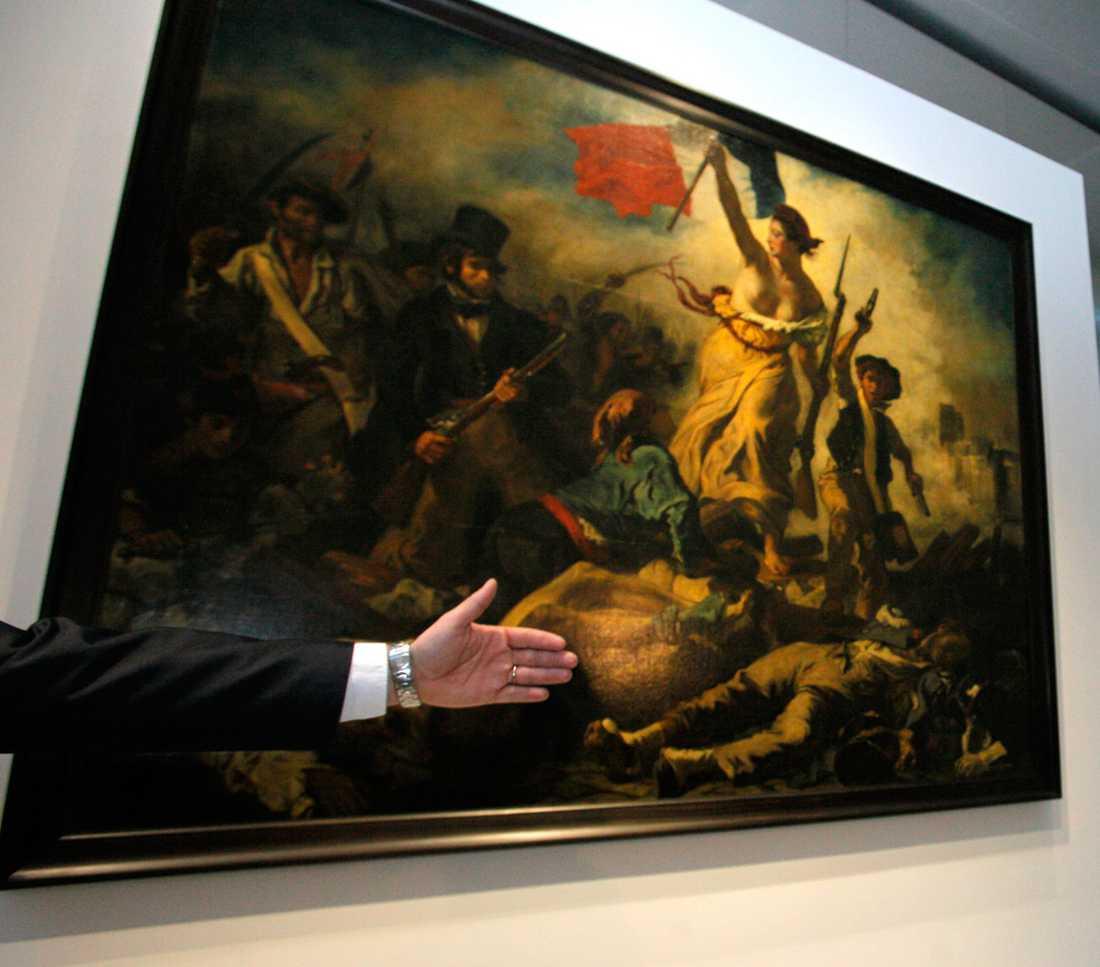"""Eugene Delacroix's världsberömda tavla """"Friheten på barrikaderna"""" från 1833 hänger på Louvren i Paris."""