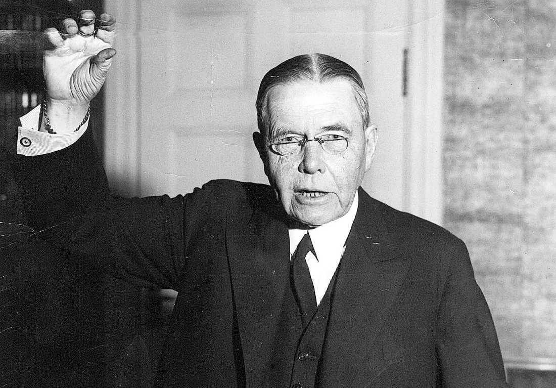 Högerledaren Arvid Lindman deklarerade 1918 öppet att män och kvinnor inte var jämbördiga.