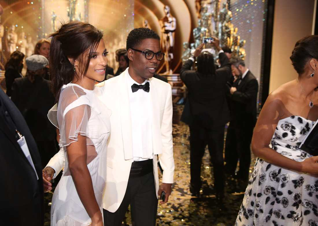 Megalyn Echikunwoke och Chris Rock backstage på Oscarsgalan på Dolby Theatre i Los Angeles