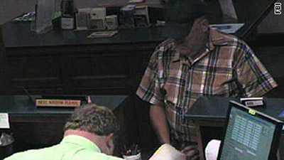 """""""Banditfarfar"""" har gäckat polisen i samband med minst 25 bankrån."""