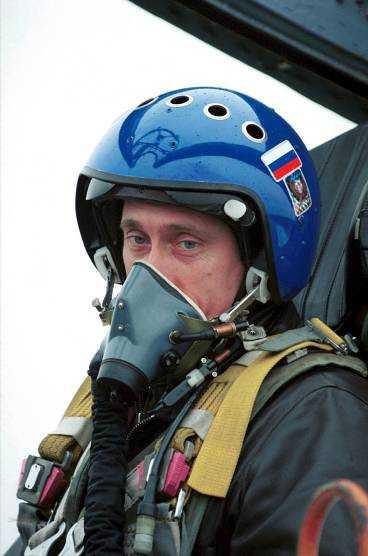 TJETJENIEN Putin i ett SU-27 till Groznyj 2010.