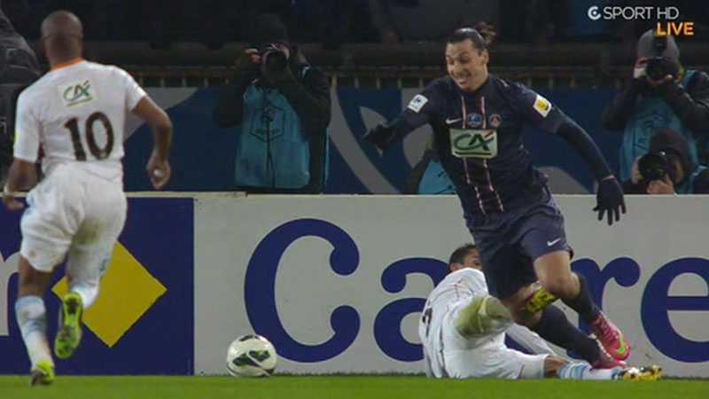 I den 63:e minuten fälldes Zlatan i straffområdet och PSG fick straffspark.