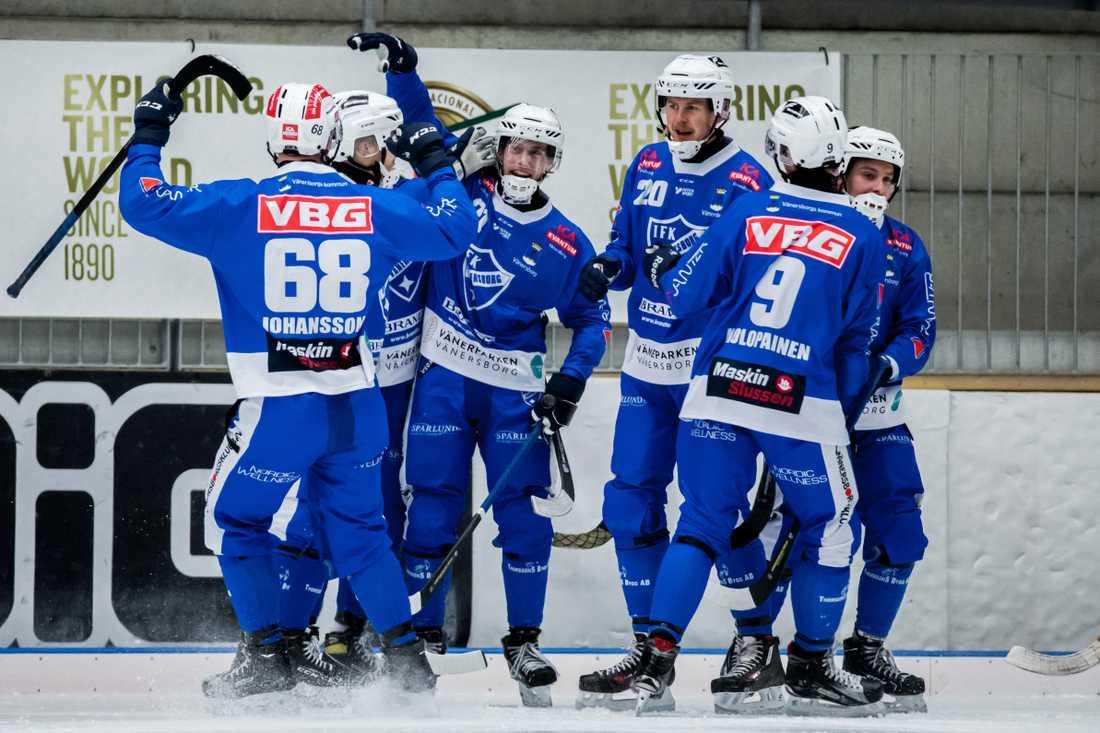 Emil Viklund jublar efter sitt 4–1-mål mot Tellus.