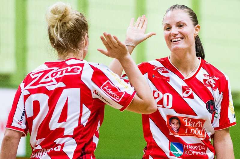 Pixbos Rebecca Heed Arvidsson och Sara Helin jublar.
