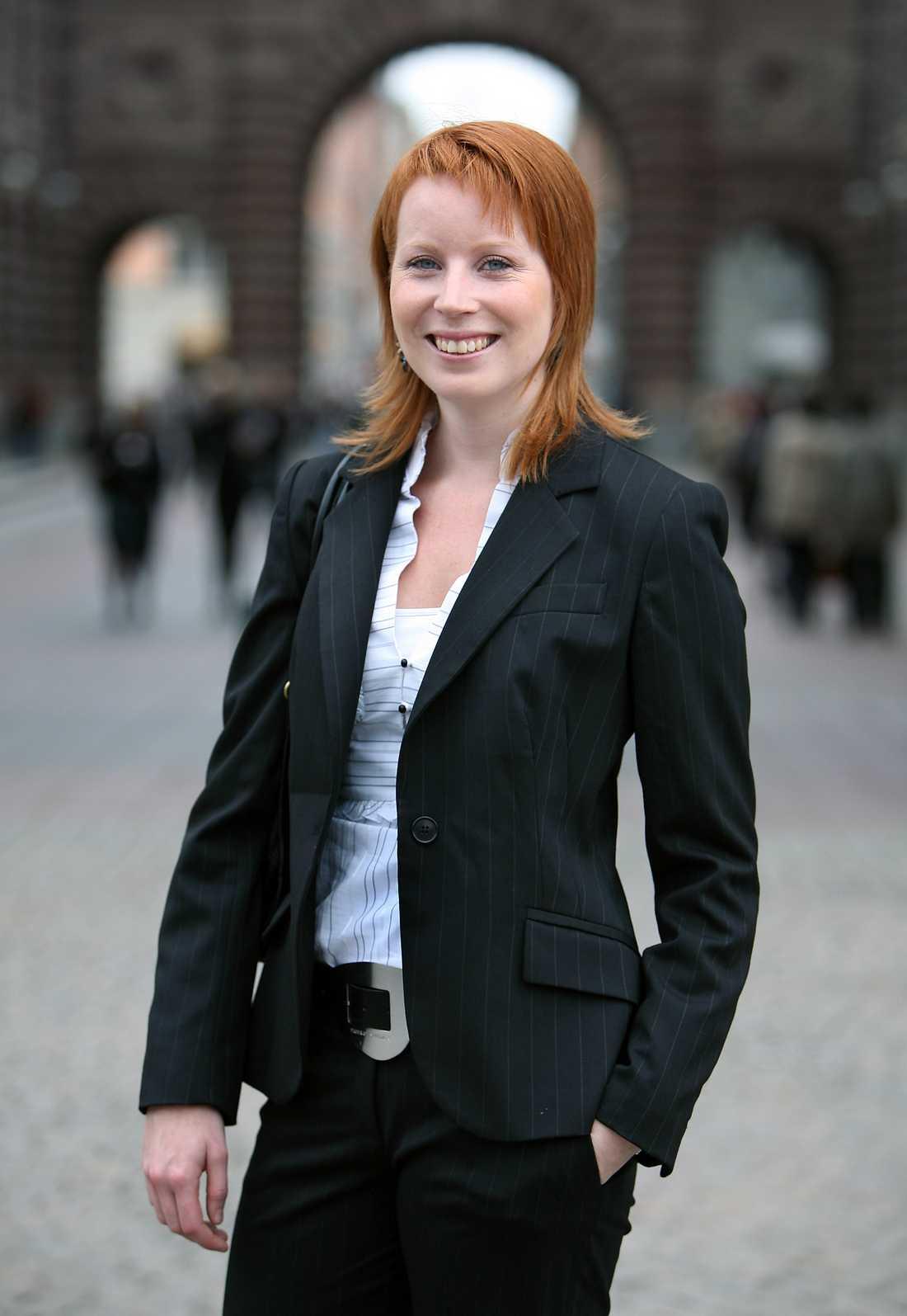 FÄRSK I RIKSDAGEN Oktober 2006 och Annie, som då hette Johansson i efternamn, är helt ny i Riksdagen.