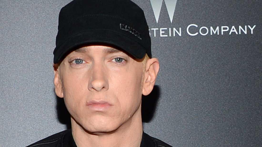 Artisten Eminem uppmanar sina följare att bidra.