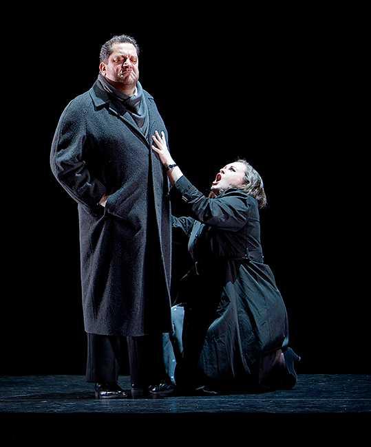 """Paulo Ferreira och Elena Mikhailenko i """"La Gioconda"""" på Malmö Opera."""