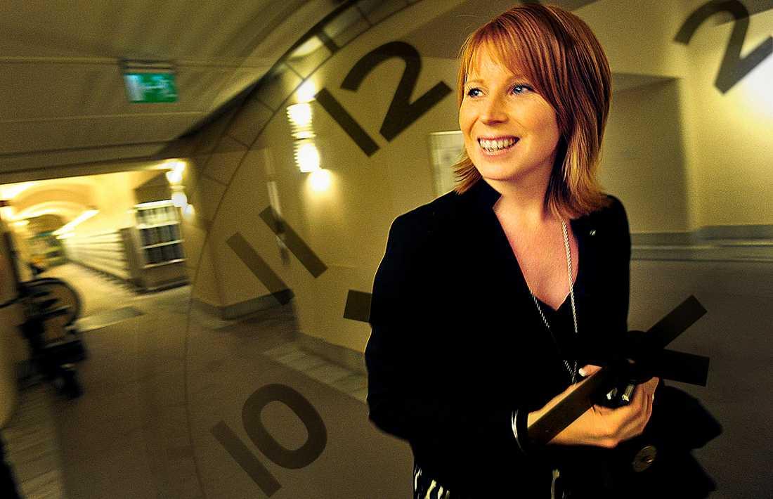 100% Det har blivit dags för Annie Lööf att gå till jobbet som näringsminister. Se bara till att göra det på heltid. OBS! Bilden är ett montage!