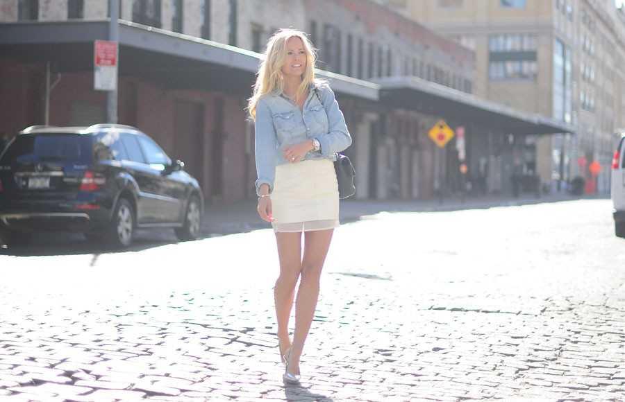 Kjol och jeansskjorta - H&M, Väska - Chanel, Pumps - Michael Kors.