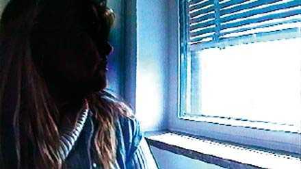 Vill få nåd Karin var 25 år gammal då hon mördade sin sambo. Hon dömdes till livstids fängelse - nu försöker hon få straffet tidsbestämt.