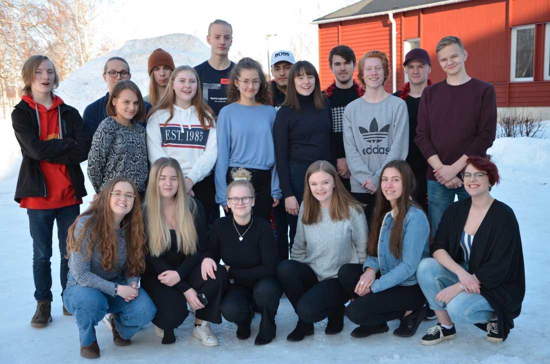 Eleverna i ES16 på Musikgymnasiet i Boden, som är med i musikalen ABBA ? here we go again.