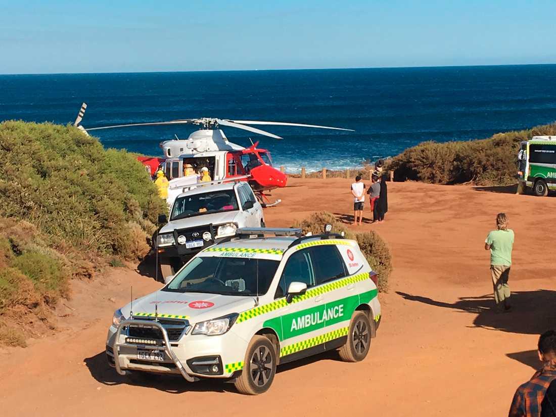 Räddningsfordon på plats i Gracetown, Australien, där hajattacken skedde.