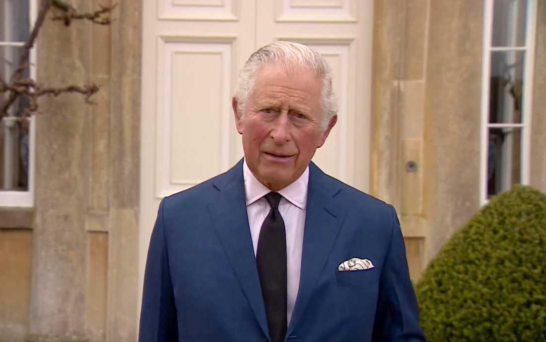 Prins Charles hyllar sin far, den avlidne prins Philip, i ett kort medieframträdande.