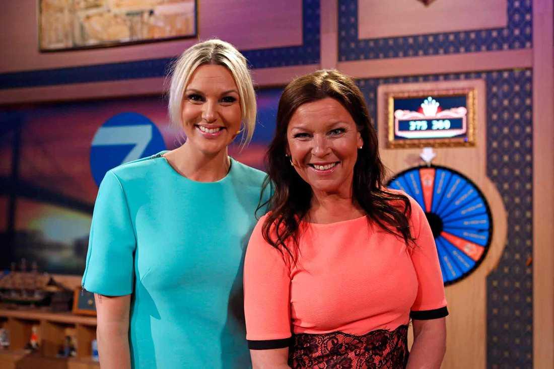 I sommar konkurrerar Sanna Nielsen och Lotta Engberg om allsångstittarna med sina program från Skansen respektive Liseberg.