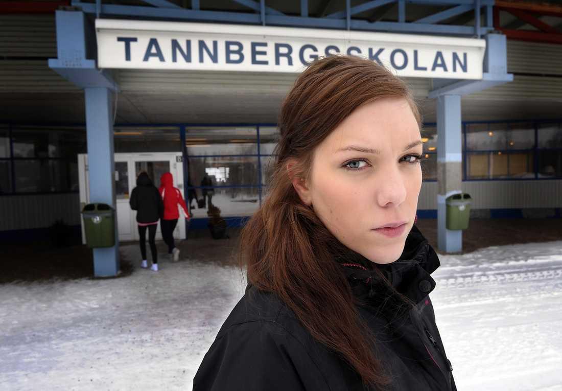 """KONFRONTERADE MÖRDAREN I elva år har Linn Eriksson fasat för att träffa sin systers mördare. I måndags hände det. Hon satte sig mitt emot honom i datasalen i skolan. Hon ville fråga: """"Vad var det hon sa sa till dig som fick dig att döda henne?"""" ."""