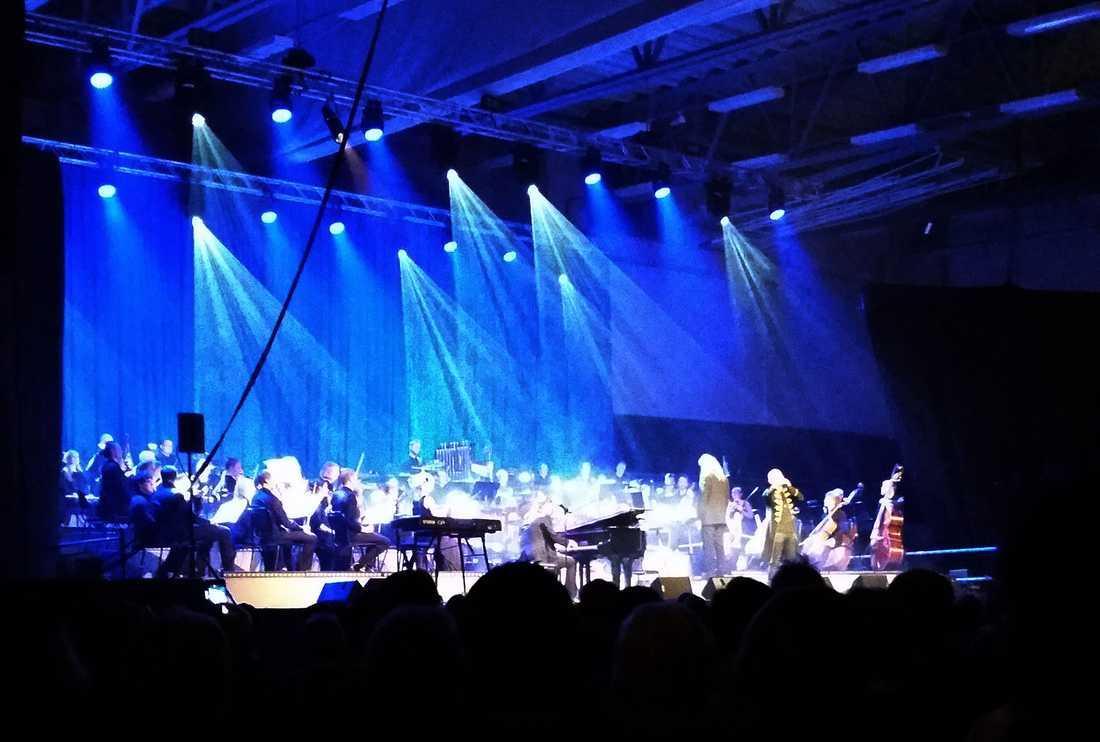 """Anton Fagerblom besökte Rhapsody in Rock på Arena Skövde. Producenten Cenneth Sangré anser att Anton var så högljudd att han stal uppmärksamhet från scenen. """"Det är hemskt tråkigt, men vi hade 1 800 personer som också betalt för sin biljett"""", säger han."""