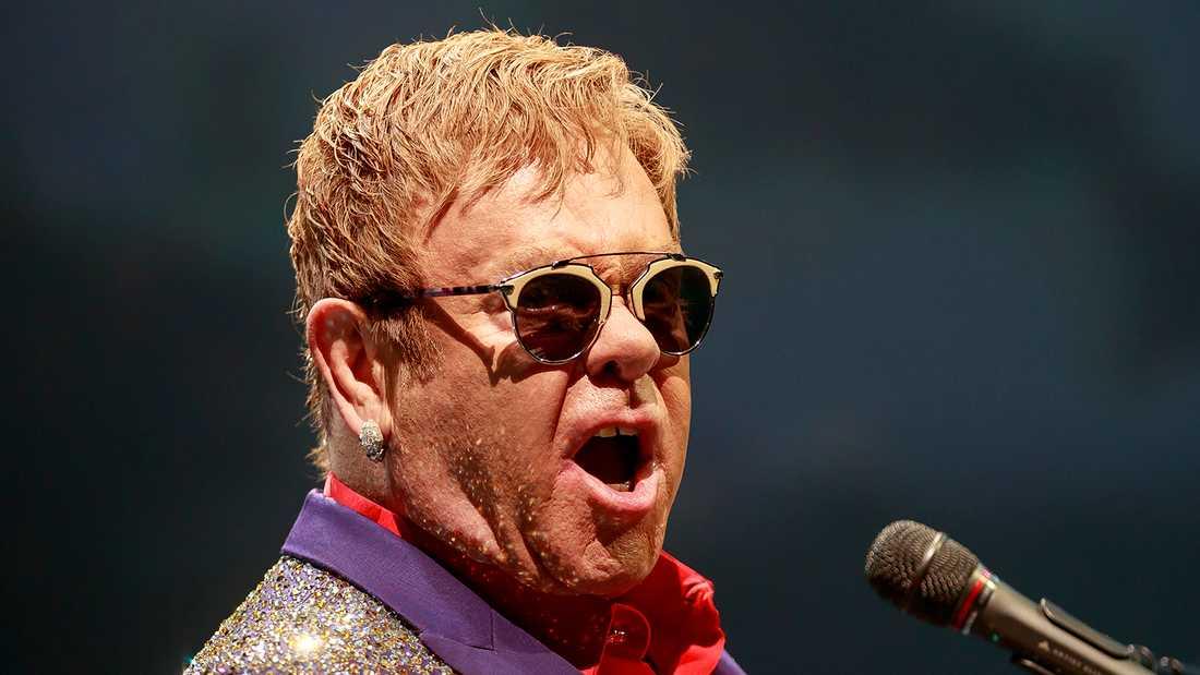 """Elton John rasar mot att scener klippts bort ur """"Rocketman"""" i Ryssland."""