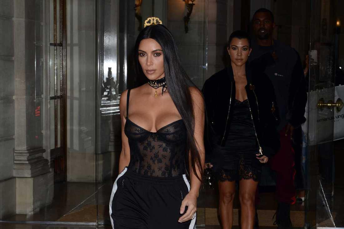 Kim Kardashian under Paris-vistelsen, före rånet.