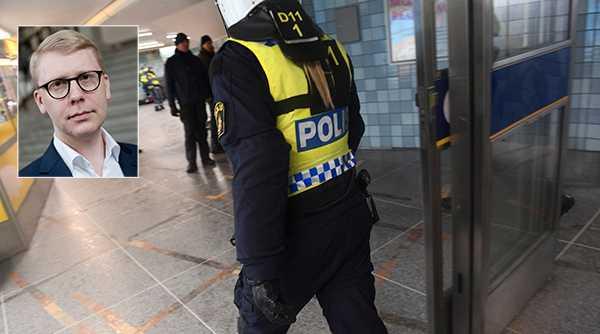 """Kristoffer Tamsons skriver att otryggheten ökar till följd av brist på poliser, särskilt i och omkring t-banan: """"Våldet vinner mark och tecken finns på att narkotikan riskerar breda ut sig i Stockholms tunnelbana efter att tidigare ha tryckts tillbaka. """""""