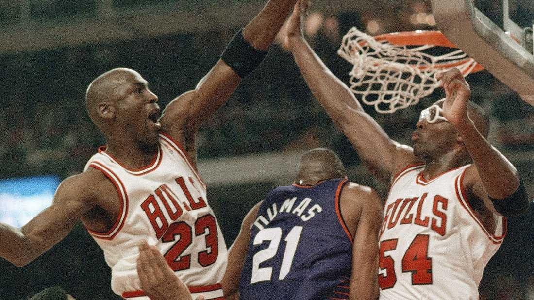 Michael Jordan (23) och Horace Grant (54) tog tre NBA-titlar tillsammans under tiden i Chicago Bulls. Arkivbild.