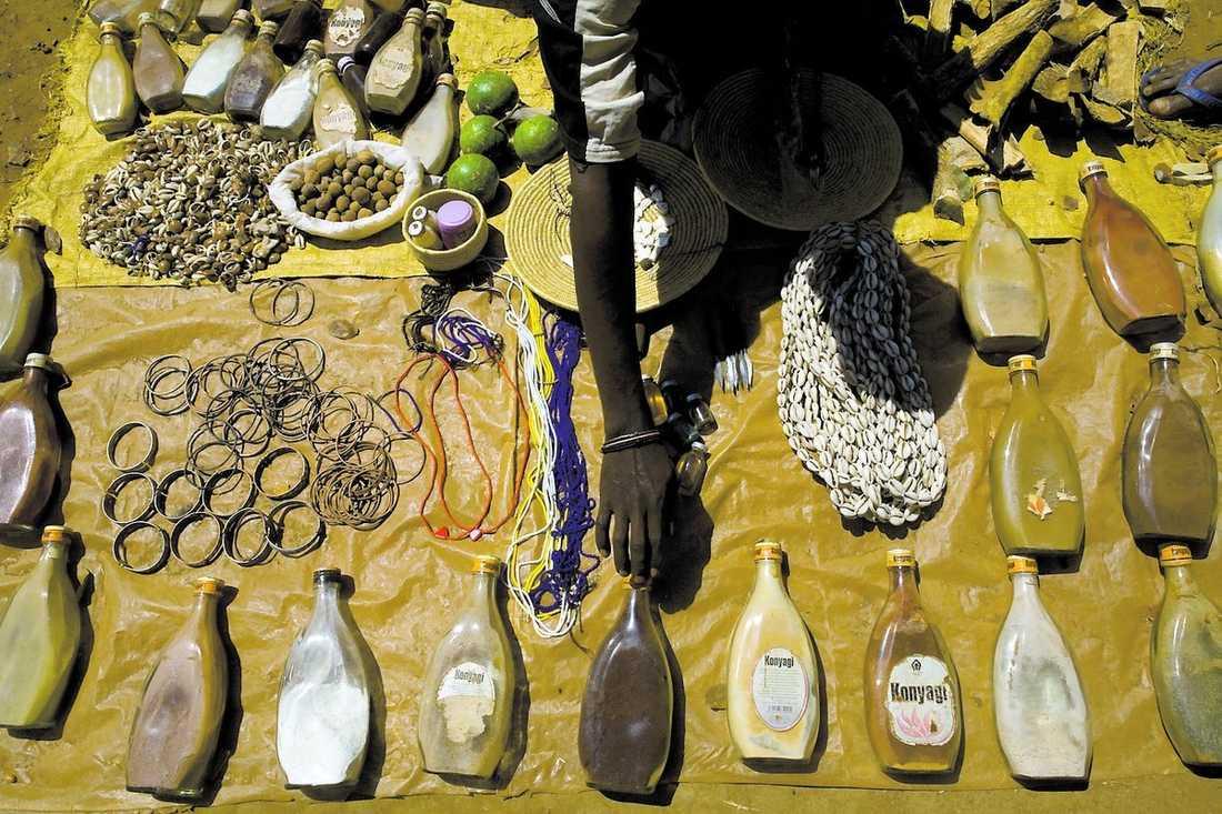 På svarta marknaden säljs mediciner med delar från albiner – dyrt.