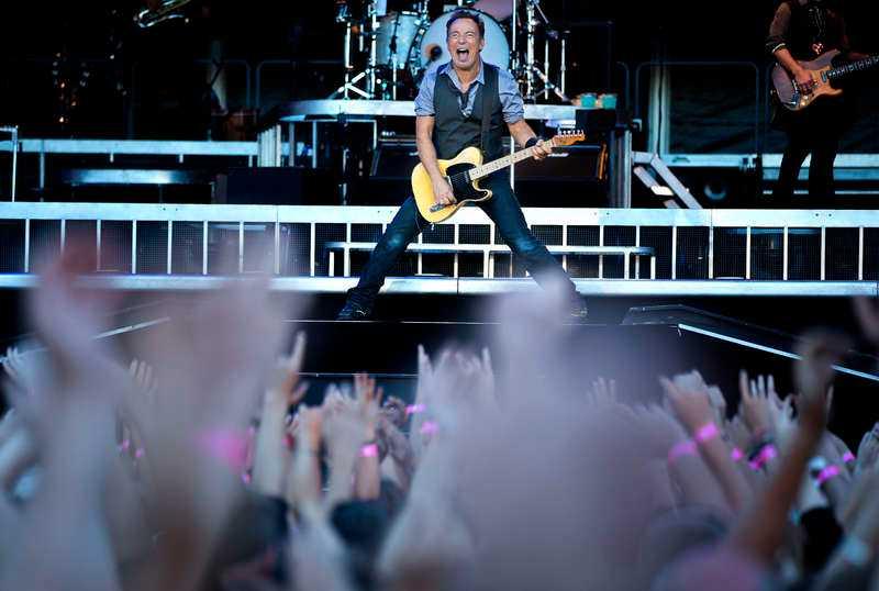 """BRILJERAR I BÖRJAN – OCH SLUTET  Bruce Springsteen och The E Street Band spelade i 3 timmar och 42 minuter inför rekordpublik på Ullevi i Göteborg. Konsertens första tredjedel innehåller låtar som """"My City of Ruins"""" och """"Spirit in the night"""". Det är då – och i slutet – det är som bäst, tycker Aftonbladets recensent Markus Larsson."""