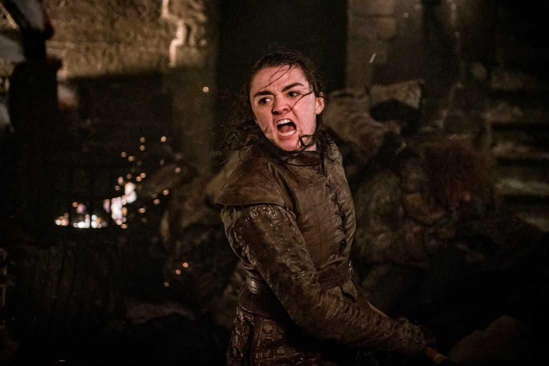 Arya (Maisie Williams) kämpar i mörker. Pressbild.