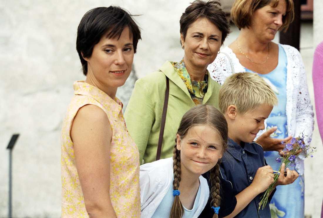 """Anne-Li (tvåa från vänster) i  """"Jordgubbar med riktig mjölk""""."""