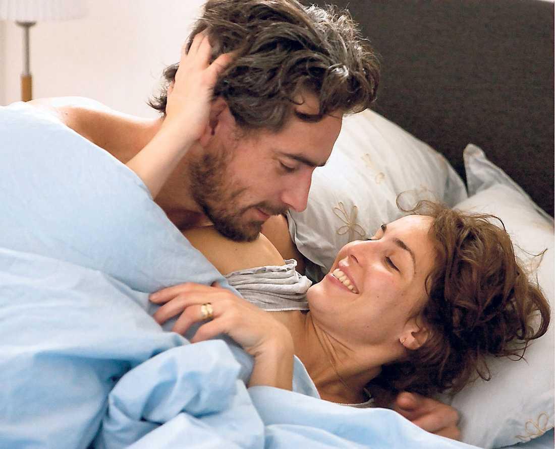 """STARKT DRAMA Ola och Noomi Rapace ligger i skilsmässa privat. I """"Svinalängorna"""" imponerar de som gift par. Filmen har premiär på biograferna den 10 december."""