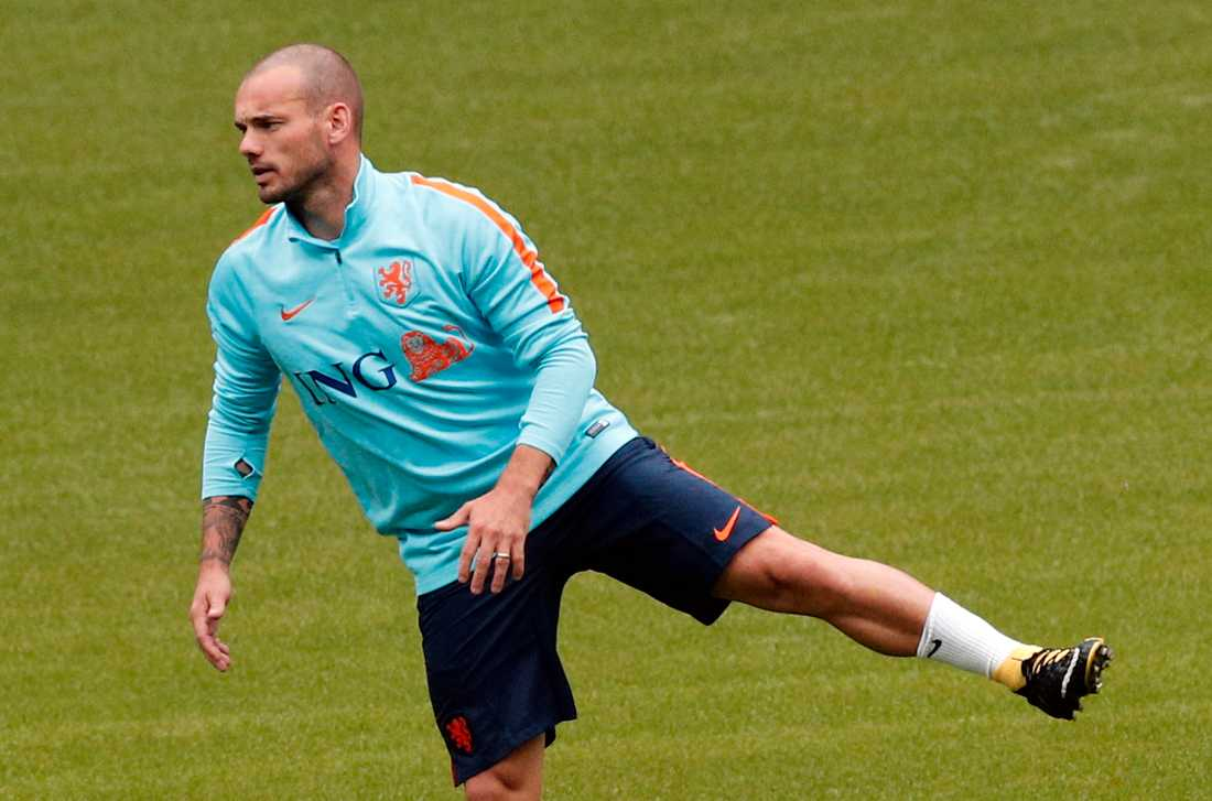 Nice-stjärnan Wesley Sneijder inte med i truppen.