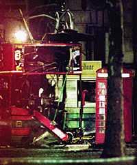 HAR KOSTAT MÅNGA LIVET Nordirländska IRA:s historia är blodig - här ovan från 1996 då flera bombattentat skakade London. Terroristernas svenska bas är en känd restaurang i centrala Stockholm.