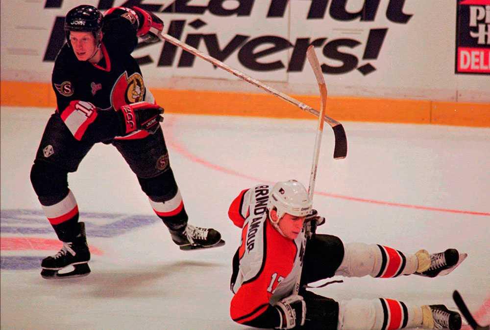Daniel Alfredsson under debutsäsongen i NHL.