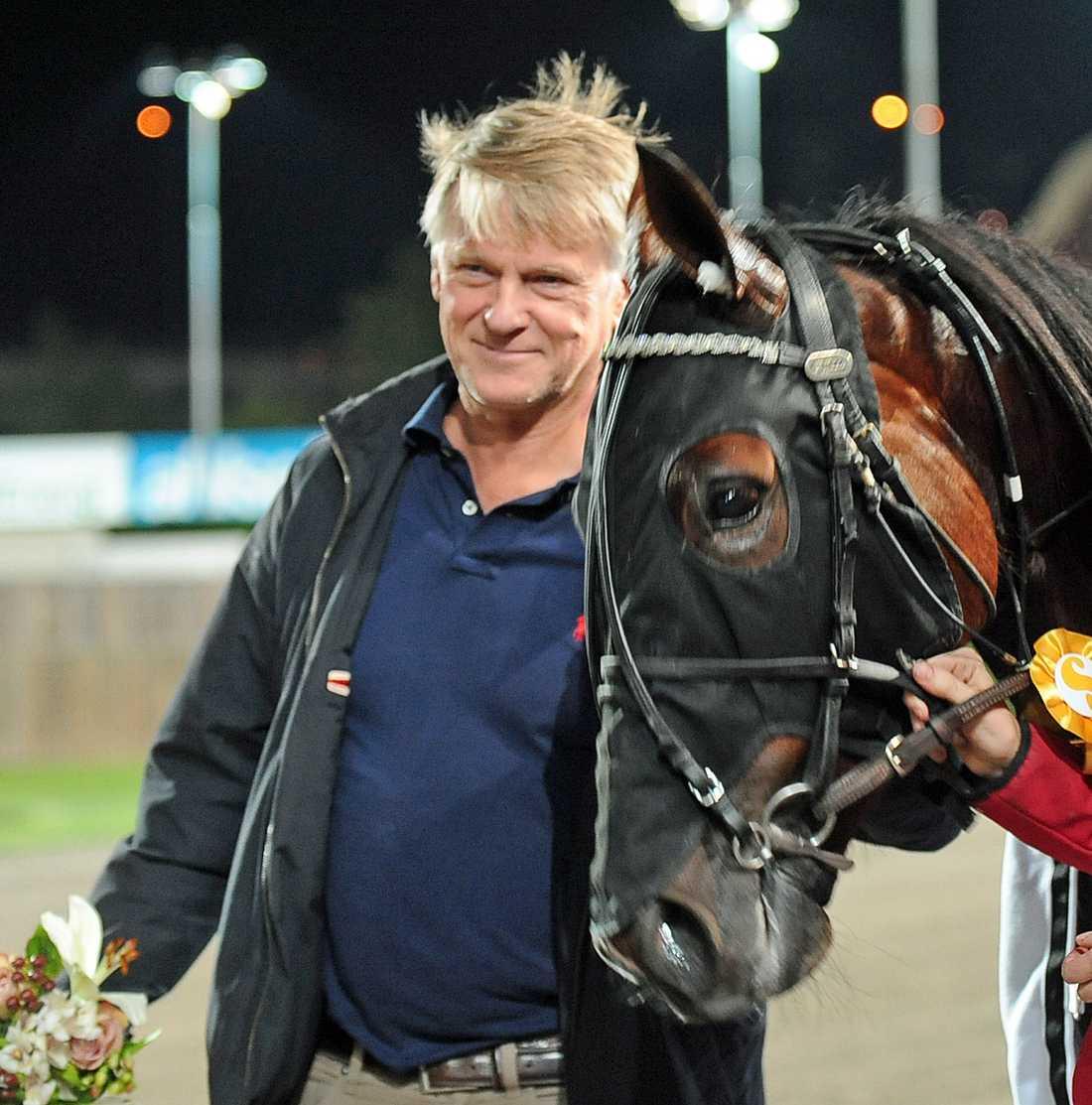 Storhästägaren Lennart Ågren fortsätter storsatsa genom att köpa välstammade ettåriga hästar.