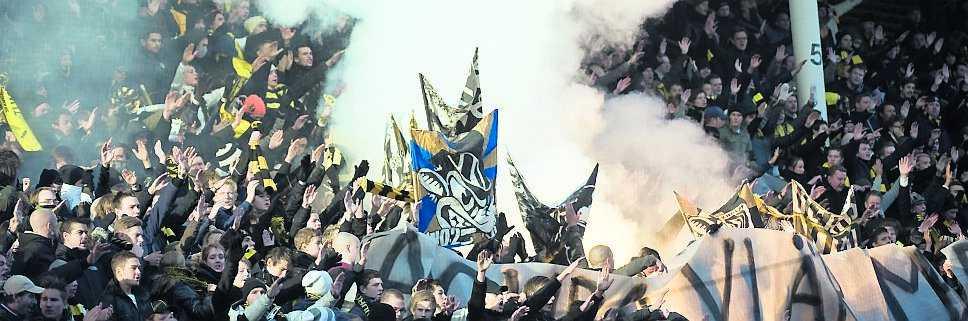 Att hålla sig väl med alla fansgrupper är ett måste om Alm ska bli långvarig i AIK.