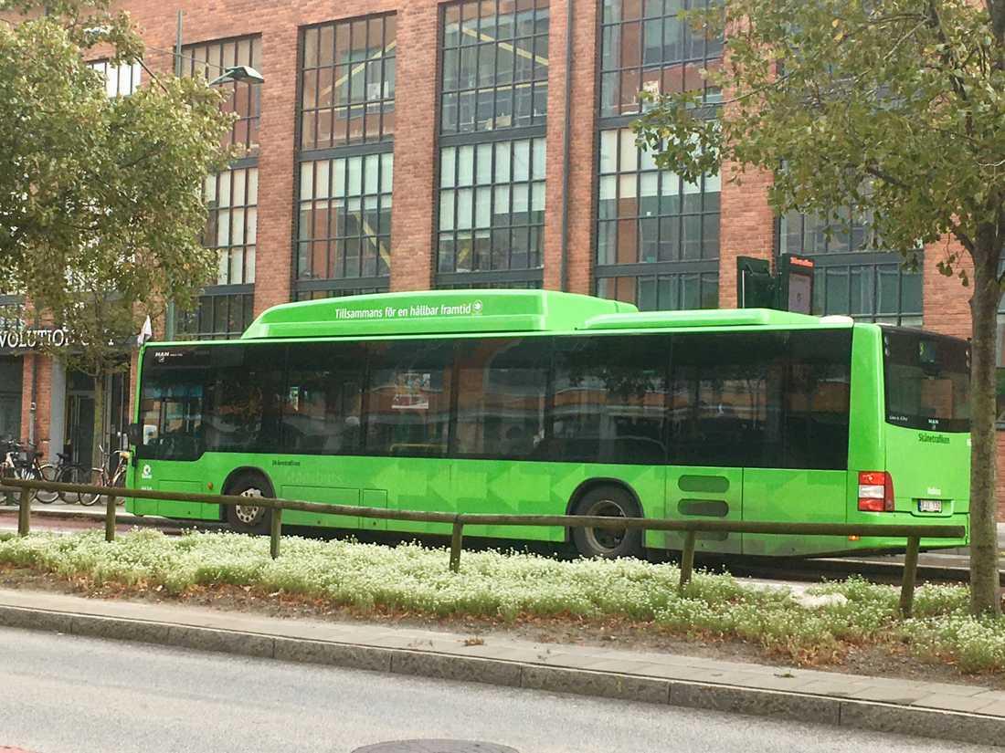 Mannen hävdade att hans ansikte fastnat i en av Skånetrafikens bussar i Malmö.
