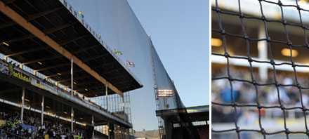 Framför norra stå på Råsunda hänger ett stort nät som ska hindra fansen från att slänga in saker.