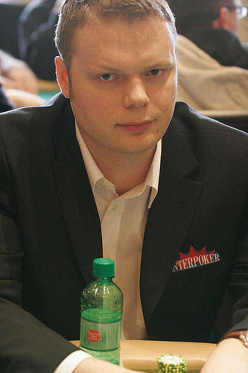 Juha Helppi, finsk pokerspelare.