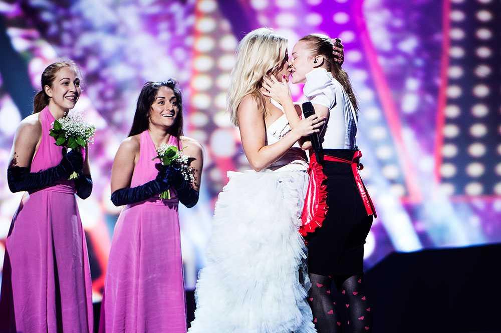 Skapade ramaskri  Finska Krista Siegfrids kyss har fått kritik från vissa länder. Men i kväll blir det fler homokyssar – när SVT tar ställning för homosexualitet.
