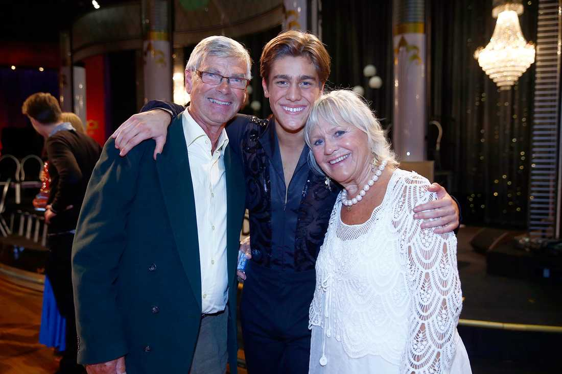 """Hans Wahlgren och hustrun Christina Schollin med barnbarnet Benjamin Ingrosso Wahlgren, som deltog i, och vann, årets """"Let's dance""""."""