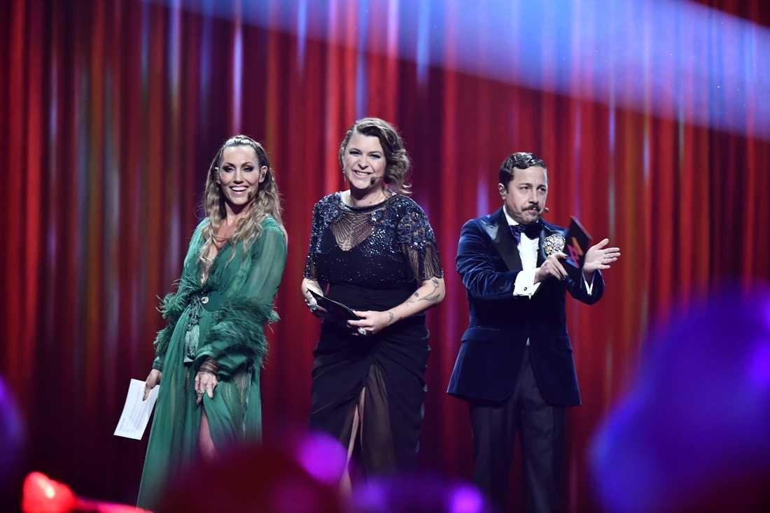 Programledarna Lina Hedlund, Linnea Henriksson och David Sundin.