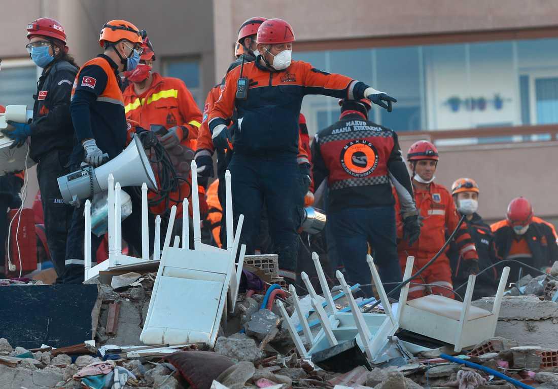 Den turkiska staden Izmir, som har omkring 4,5 miljoner invånare, hör till de värst drabbade områdena.