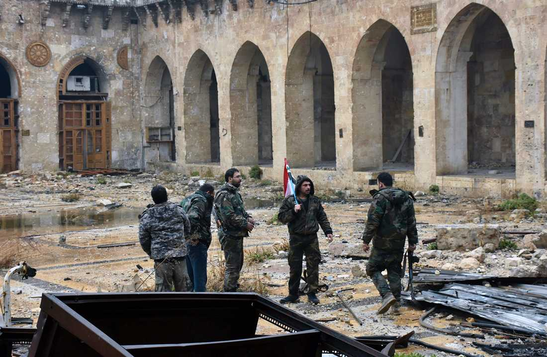 Syriska regimsoldater i östra Aleppo