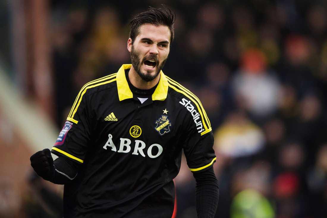 Denni Avdic jublar efter att han gjorde 2–0 när AIK mötte Varberg i Svenska cupen i slutet av februari.
