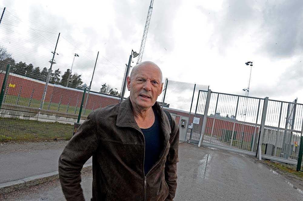 Lars Ferm, tidigare Lars-Inge Svartenbrandt, släpps från Salbergaanstalten i Sala.