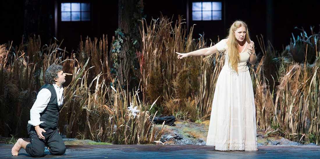 """Jonas Kaufmann och Martina Serafin på generalrepetitionen av Wagners """"Lohengrin"""". (På premiären spelades Serafins roll av Edith Haller.)"""